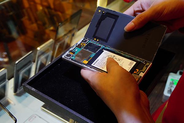經過工程師精密的檢測後好險只有電池老舊問題,只要換新電池就可以解決了。